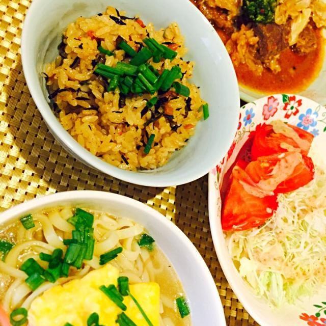 週末はさらに簡単献立です。おそばとジューシーはインスタントです。 - 7件のもぐもぐ - 今日の夕ご飯☆沖縄そば☆ジューシー☆サラダ☆焼肉☆ by fb42369564cD3