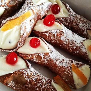 Because Little Italy is a tourist trap, these are the 9 absolute best cannolis in New York City.