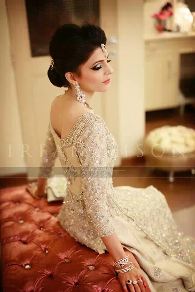 White Dress Bridal Makeup : Classy white bridal lengha Gold Indian wedding ...
