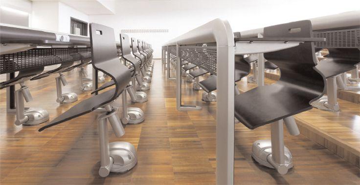 MOBILIER TURNER : il est premier système de siège d'amphithéâtre où l'on peut passer derrière sans déranger l'utilisateur. Tous les mouvements de ce siège sont équipés d'un système automatique de retour afin d'avoir une salle impeccablement rangée.