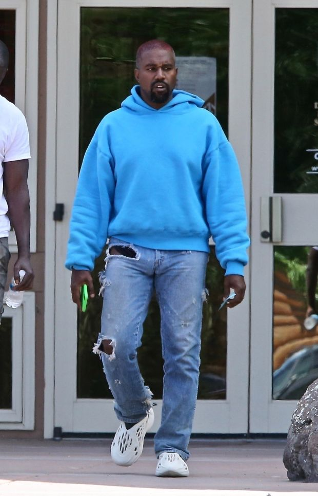 Kanye West Shops For Kids Clothes At Wyoming Walmart After He Says He S Been Trying To Divorce Kim Kardashian In 2020 Kanye West Outfits Kanye West Style Outfits Kanye West Style