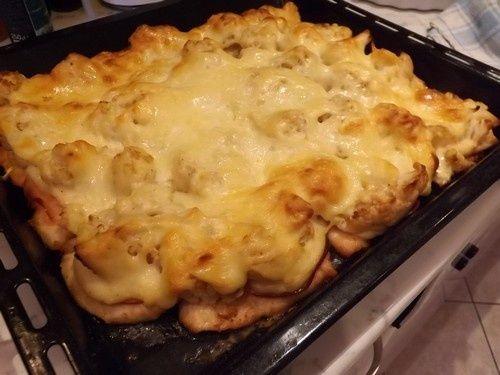 Dubarry+csirkemell  Már+többször+is+készítettem+ezt+az+ételt,+most+megint+ehhez+nyúltam,+mert+kis+családi+összeröffenés+volt+nálunk,+nem+nagyon+akartuk+a+kaját+túlbonyolítani+-+ez+pedig+melegen+és+hidegen+is+kiváló+fogás.+Eszter+főzte+a+tartalmas+húslevest,+sütött+sütit+-…