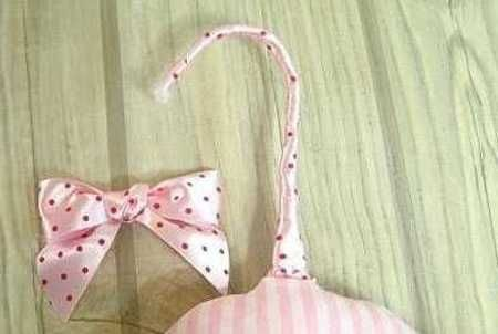 Delicate and stylish padded hangers that they have in some lingerie boutiques can be in your closet. Padded hangers look so much better than the ordinary wooden or wired hangers, and they keep the shape of your favorite dresses withoutcreases or shoulder bumps. If you like to make your own hangers