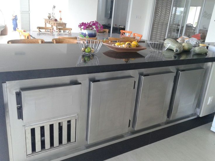 Aproveite cada espaço se sua área gourmet instalando um exclusivo balcão refrigerado projetado sob medida. Contato: refriar.araraquara@gmail.com