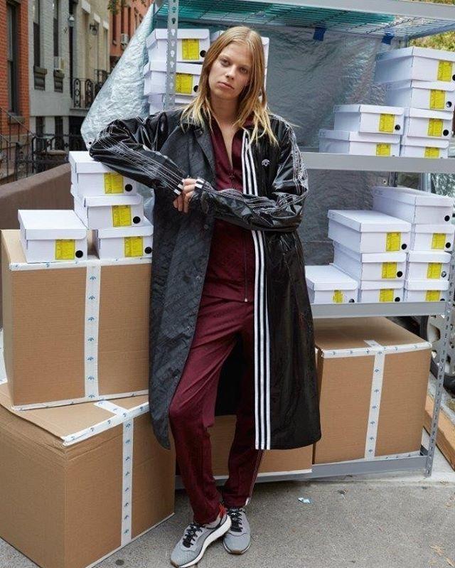 A segunda leva da coleção de @alexanderwangny em parceria com a @adidasoriginais já tem data para chegar por aqui: 15 de abril a partir das 10h! As peças que são todas unissex estarão disponíveis no e-commerce da @adidasbrasil. #LOFFama  via L'OFFICIEL BRASIL MAGAZINE INSTAGRAM - Fashion Campaigns  Haute Couture  Advertising  Editorial Photography  Magazine Cover Designs  Supermodels  Runway Models