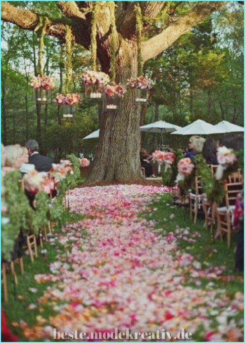 Schöne 63 Schöne Hochzeitsgänge im Freien, um die Liebe inmitten der Natur zu feiern