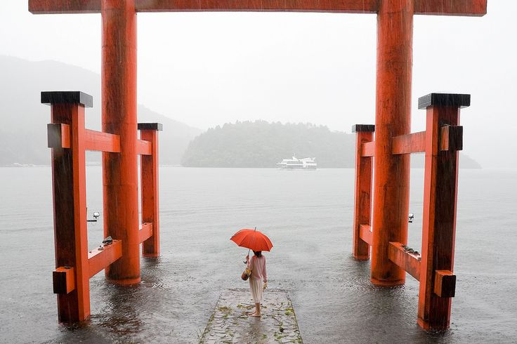 https://flic.kr/p/542Kb4 | Hakone Shrine 箱根神社 | Lake Ashi, Hakone, during a typhoon. 台風中の芦ノ湖。