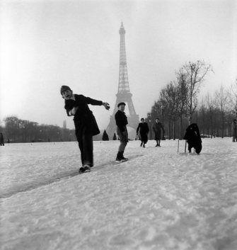 Hiver 1945  ¤ Robert Doisneau   1 février 2016   Atelier Robert Doisneau   Site officiel