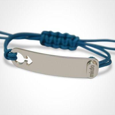 Le bracelet I am par Mikado est la version modernisée de la gourmette ! Vous pouvez le personnaliser selon vos envies et choisir la couleur du cordon qui vous plaît.