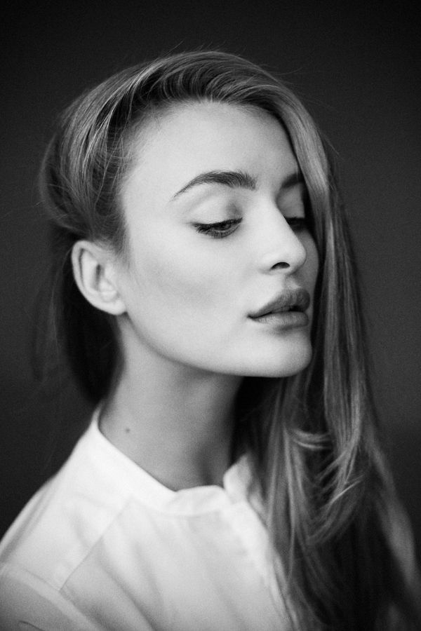 black and white photography woman portrait by hannes