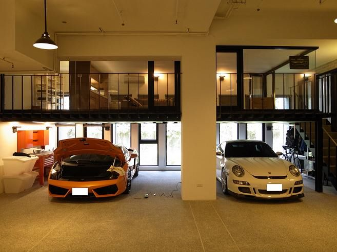 Garage downstairs and living upstairs - perfect