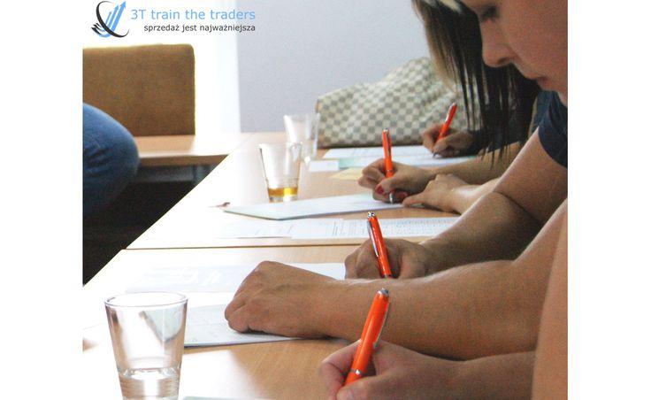 Długopisy, notatniki, podręczniki - to wszystko zapewniamy na szkoleniach.
