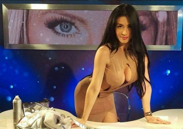 """Diosa Canales """"paraliza"""" una vez más las redes sociales (+Fotos) /  Caracas.- La sensualidad de Diosa Canales sigue cautivando a todos sus millones de seguidores. Recientemente, la bomba sexy venezolana, volvió a subir varias fotografías en su cuenta de Instagram @DiosaCanalesMusica. La vedette venezolana, lleva tiempo viviendo en Colombia, donde está promocionando su carrera como cantante, modelo y bomba sexy. Las fotografías"""