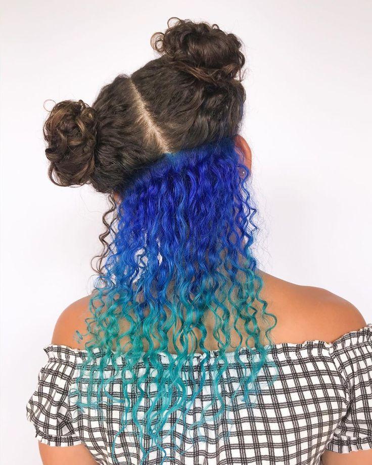 Cabelo cacheado colorido: 50 fotos que vão te fazer querer colorir já! |  Cabelo, Cabelo cacheado azul, Cabelos cacheados coloridos