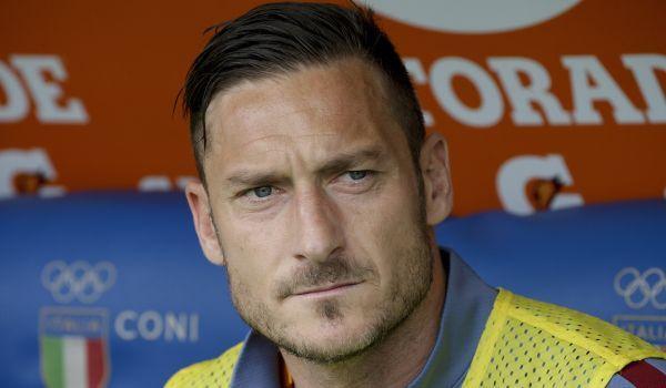 Veľa takých nie je. Sú to ohrozené druhy a skutočne sa postupne vytrácajú. Francesco Totti, ktorý v septembri oslávi 40...