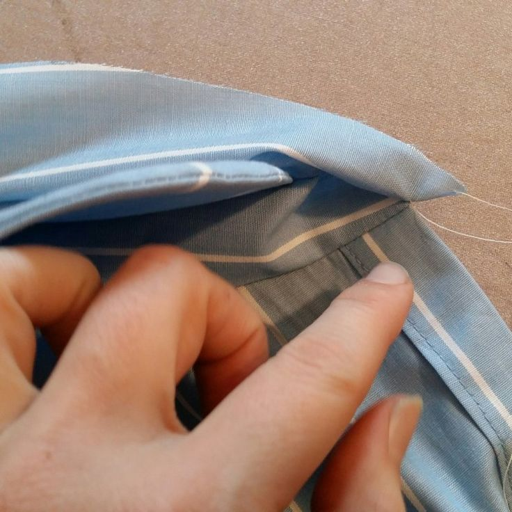 Je vous présente aujourd'hui ma technique un peu spéciale qui permet de monter un col de chemise sans couture à la main mais surtout avec un résultat très propre tout particulièrement au niveau de …