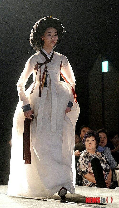 runway - traditional hanbok Korea
