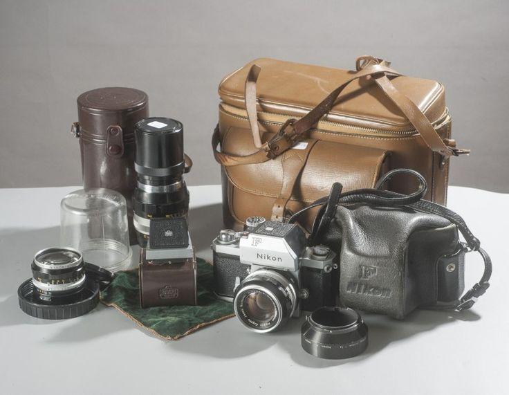 Exceptionnel lot Nikon F composé d'un boitier, d'un Nikkor-S Auto 1,4/50 mm, d'un Nikkor H Auto 3,5/2,8 cm, d'un Nikkor-Q Auto 4/200 mm. Le tout état collection. Accessoires, viseur de poitrine, étui… - Delorme & Collin du Bocage - 25/06/2015