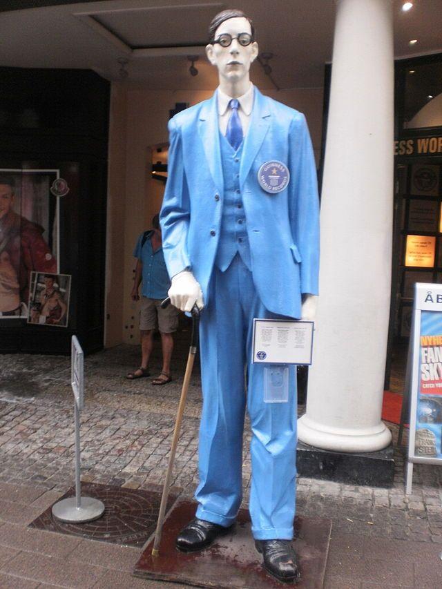 Robert Wadlow - World tallest man, 2.72m !!!!!!