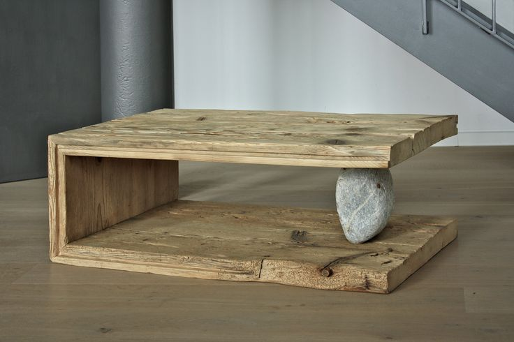 gamswild Couchtisch 'Gehöft' mit Steinfuß. A couch table that at first sight looks very rustic but is in fact a made to mesure piece of furniture. 4 thick pieces of,old?, tongue & groove board + a stone. Looks really interesting. I might just have to have a go at one of these