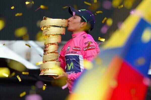 La foto del dia @NairoQuinCo gana el #giro 2014 primer colombiano que gana la maglia rosa pic.twitter.com/nei33LC0pj