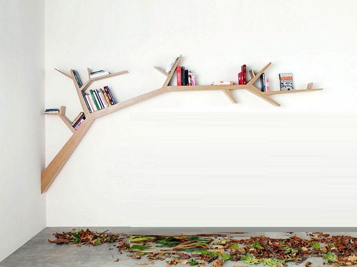 Помимо основной нагрузки, книжные полки, заполненные различной литературой, являются также элементом декора, который легко подобрать под любой стиль интерьера помещения.