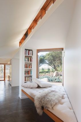 An angled nook opposite the study holds an intimate day bed for reading, taking in the view of the garden and basking in the northern light.