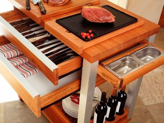 Presente para Dia dos Pais: A Tramontina tem esses super práticos carrinhos para churrasco, com rodinhas e compartimentos para guardar os apetrechos.