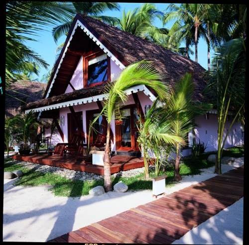 Semplicemente il più bel resort in #Birmania (Myanmar), immerso nell'atmosfera orientale dei giardini tropicali e delle piantagioni di cocco.  Il migliore modo per concludere un viaggio in Birmania è quello di trascorre qualche giorno al #SandowayResort sulla spiaggia di #Ngapali;