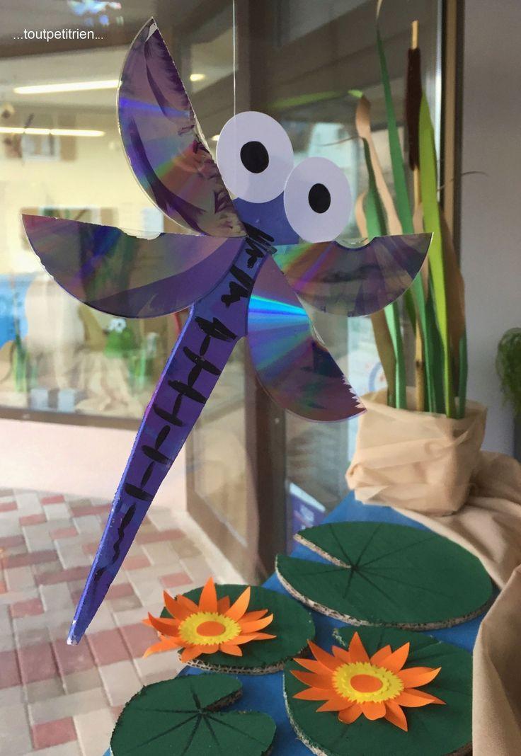 #Decoration #vitrines, libellule en bois avec CD. www.toutpetitrien.ch - fleurysylvie