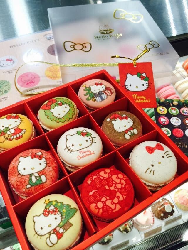 Hello Kitty Christmas Macarons