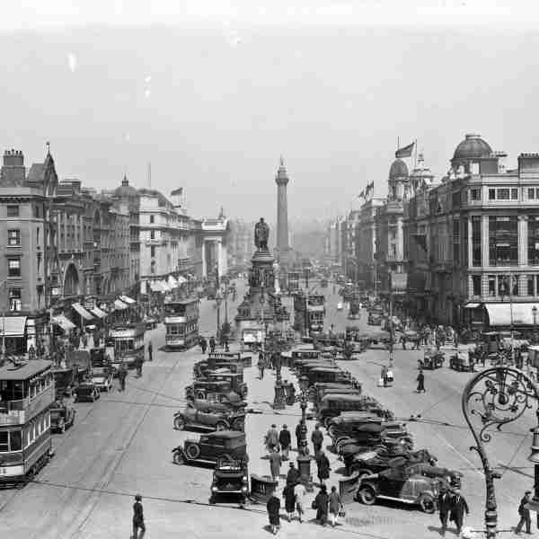 Car Parking on O'Connell Bridge (1926)  Motor cars parked along the median strip on O'Connell Bridge.  © Courtesy of The National Library of Ireland