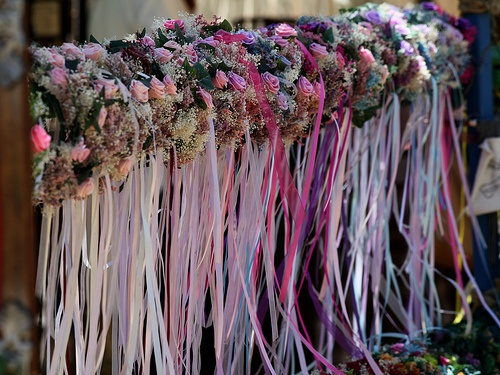 These flower garlands remind me of my childhood - my favorite part of my hippie parents taking me to the Renaissance faire was getting to wear one of these on my head. Then I would take it home and hang it from my curtain rod as a dried flower & ribbons keepsake.: Flowers Gardens, Flowers Garlands, Parties Hats, Photo Credit, Renaissance Festival, Flower Garlands, Fairies Head Garlands, Fairies Parties, Dry Flowers