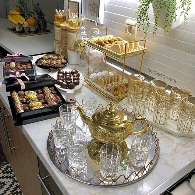 Pin By عالم الاثاث و الافرشة المغربية On صالونات عصرية Table Settings Decor Table Decorations