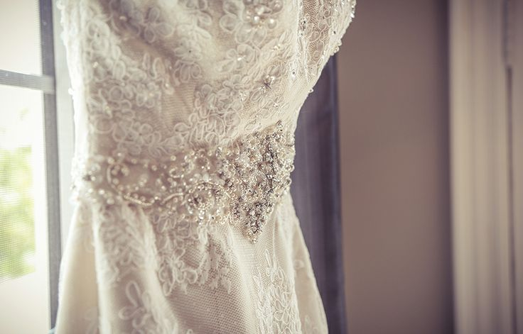 Beaded and laced wedding dress | Vintage Wedding Photography | www.newvintagemedia.ca