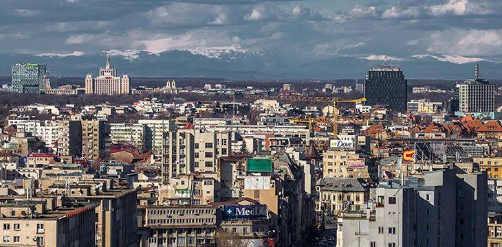 Munții Carpați vizibili din centrul Bucureștiului