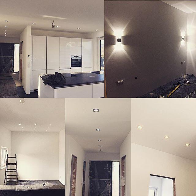 Diese Woche war Beleuchtungswoche Küche, Schlafzimmer, Ankleide, Flur EG/OG und Hauswirtschaftsraum sind jetzt fertig! Die Spots für die Bäder sind bestellt und die restlichen Lampen nehmen wir aus der alten Wohnung kurz vor dem Umzug mit #Hausbau #Hausbau2016 #Bauherren #Licht #Beleuchtung #LED #Schlafzimmer #Lampe #Ankleide #Flur #Elektro #Spots #innenausbau #interior #wirbaueneinhaus #Zuhause #Haus # #