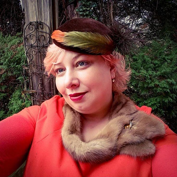 On the Go: Urban Hunter   Miss Kittenheel plussize curvy tweed ladylike pinupstyle leoprint beret orange shiftdress