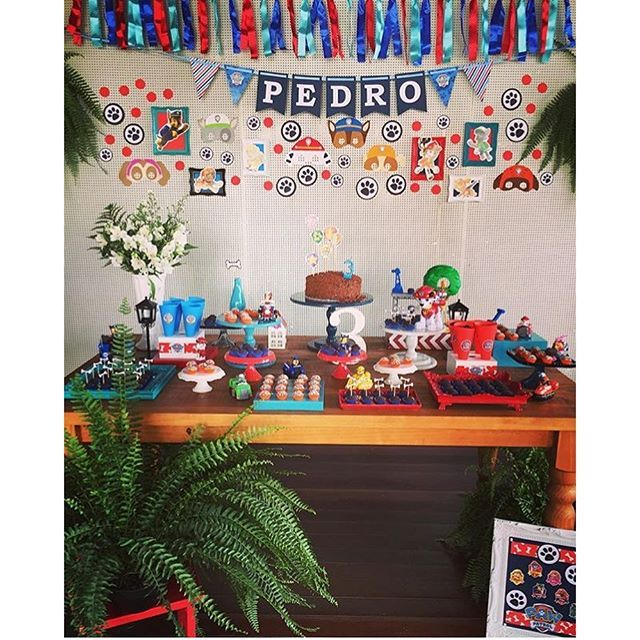 #mulpix Festa Patrulha Canina muito linda, por @miscoloresmimos, amei! Painel cheio de referências fofas! Decoração by @miscoloresmimos, que arrasa sempre!   #kikidsparty