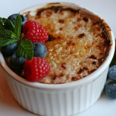 Oatmeal Creme Brulee: Oats like you've never had them before! This healthy breakfast treat has an eggy, custard-like texture. Everyone in your family will vote it a keeper! | via @SparkPeople #food #recipe