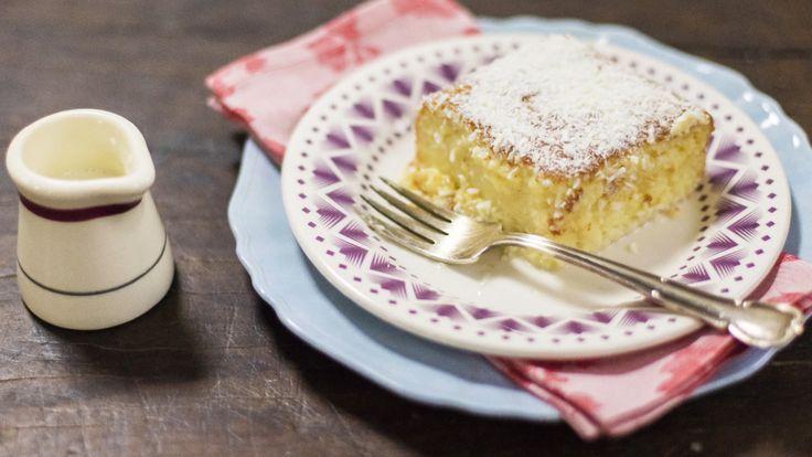 """""""Como fazer bolo gelado de coco  O famoso """"toalha felpuda"""" ganha nome de adulto e técnicas de profissional""""  Bolo de coco gelado, pra servir direto da forma. Huuuummm... Próxima receita que irei testar."""