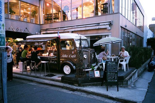 ...seasonal Gelato or ice cream food truck parked on lot??