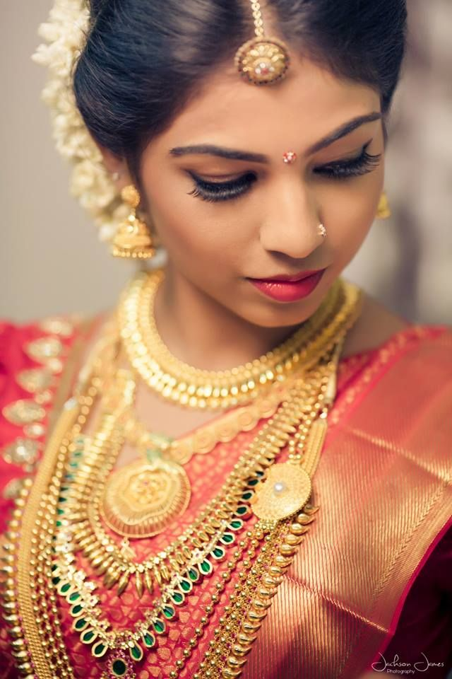 Malayali brides are known to pick layers of gold to sport on their wedding day, despite the varying options available and managed to look absolutely stunning. We bring to you 10 such Malayali brides who surprised us with their boldness to carry off the traditional gold in the most graceful manner.  Layer the Golden Chains