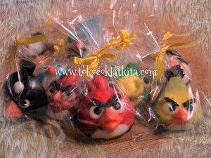 Coklat Karakter Angry Birds Untuk souvenir Anak.  Pemasanan Call/ SMS: 0821 35 989 577 atau Pin BB : 229A432A