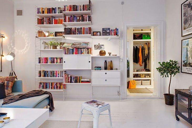 פשוט להתעלף מהחלל הצבעוני-לבן הזה והאלגנטיות האינסופית של מדפי סטרינג הקלאסיים. string shelves