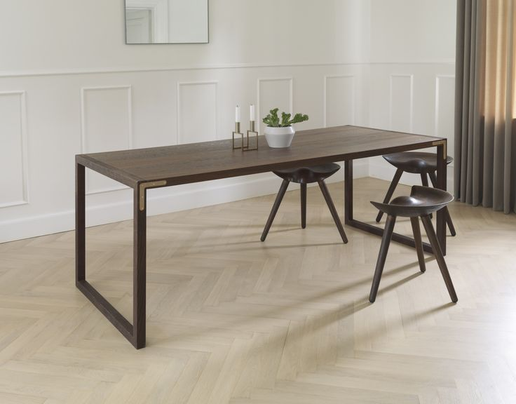 Conekt dining table