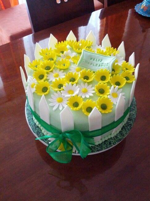 Torta fondant jardin bizcocho de nuez rellena de mousse for Decoracion de tortas caseras