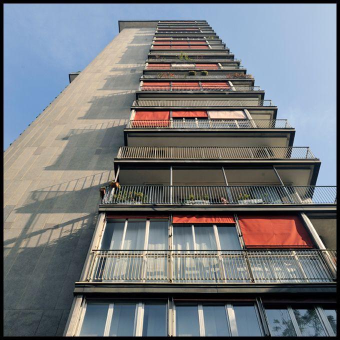 foto 2009;   architetto: Vico Magistretti; Torre al Parco Via Revere 2; anno 1953-56
