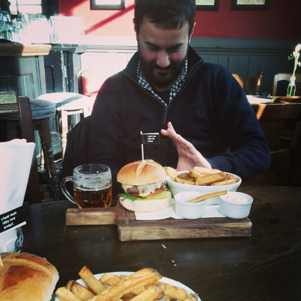pohtpof:  Beer-burger-combo shot. Thanks to tristannicolas for the submission.  #TriShakr #Moment #Trishaking #Foodie