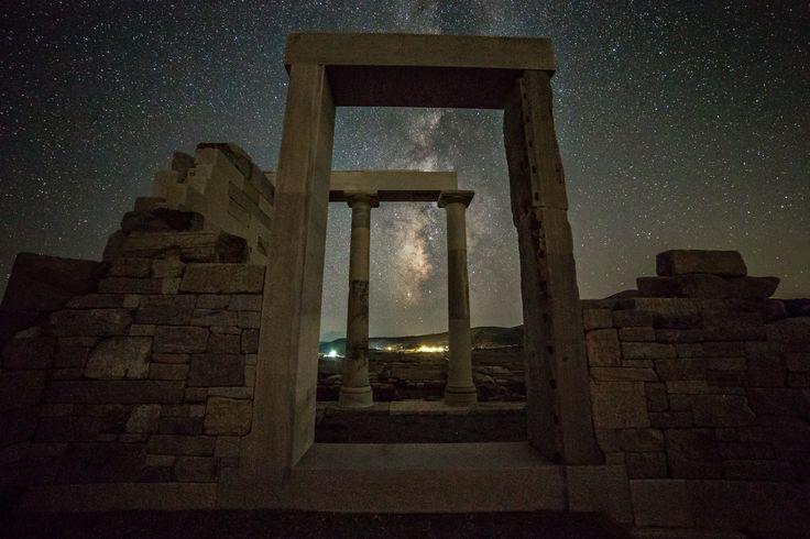 Ο Γαλαξίας και ο Ναός της Δήμητρας στο χωριό Σαγκρί στην Νάξο. Photo Credit: Constantine Emmanouilidi